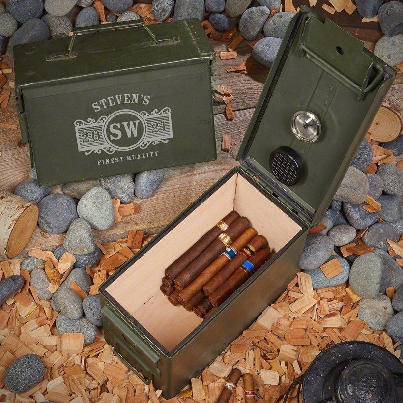Cigares dans des caisses de munitions