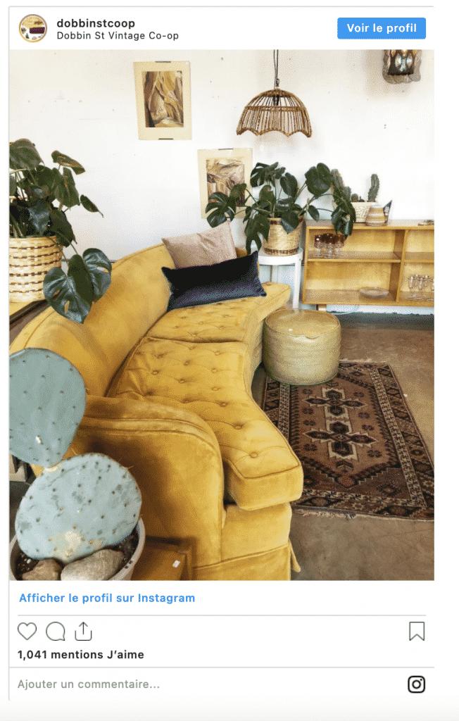 compte instagram décoration vintage canapé jaune