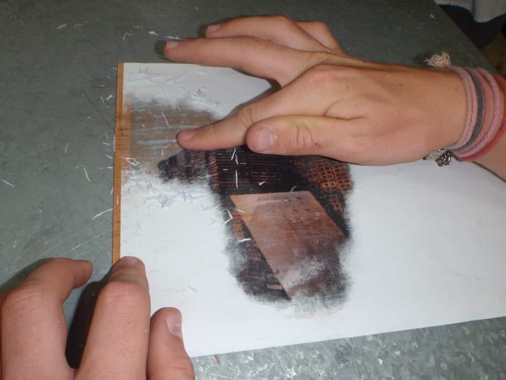 Enelever le papier   Comment faire une plaque émaillée